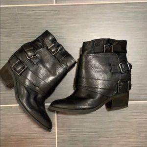 JESSICA SIMPSON BLACK LEATHER buckle booties